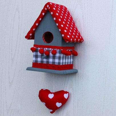 vogelhuisje rood grijs